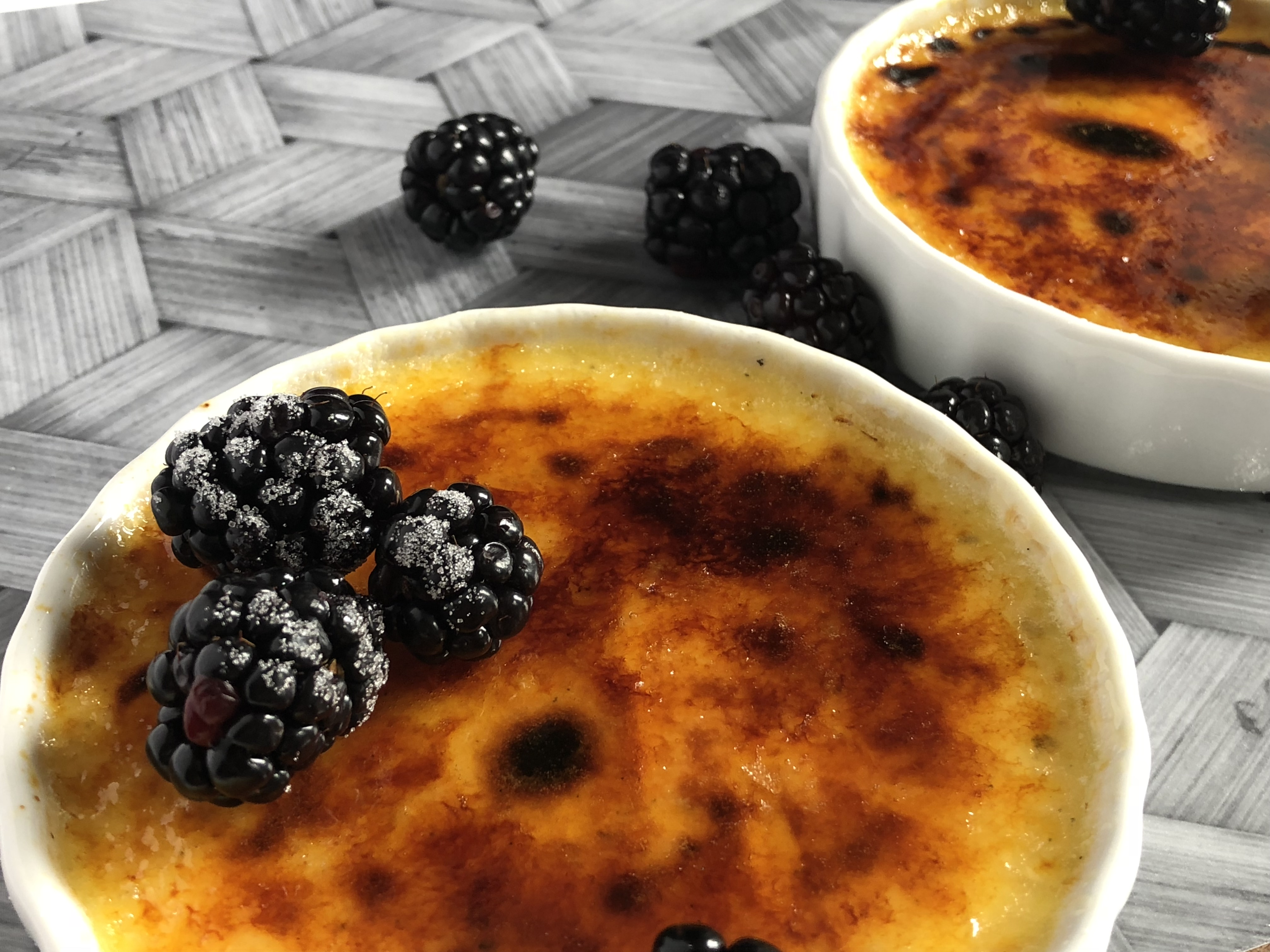 vanilla creme brûlée recipe with blackberries
