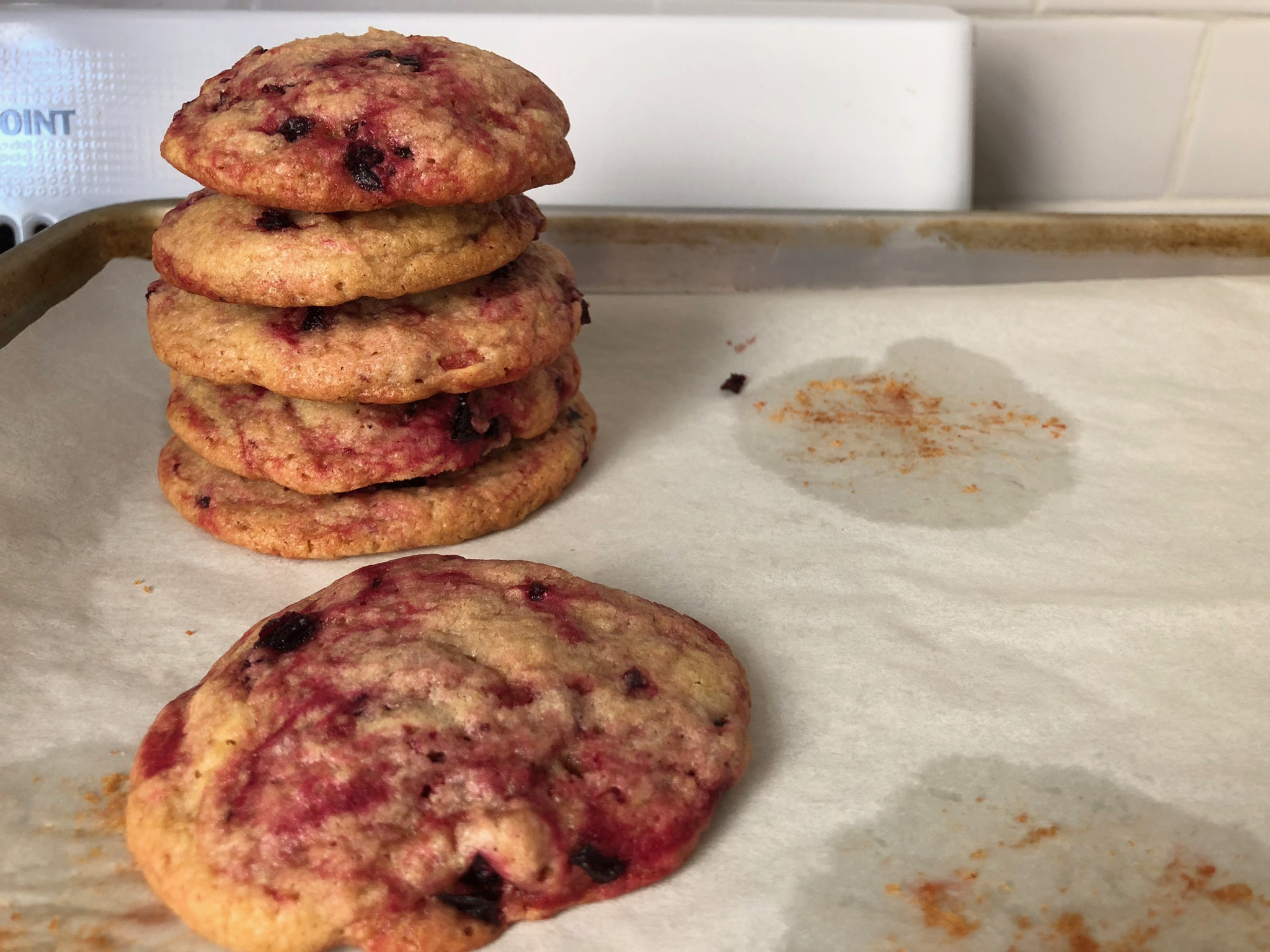 peanut butter and beet cookies that resemble peanut butter and jelly